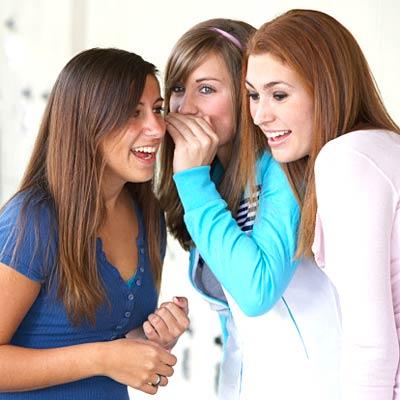 girls_gossiping